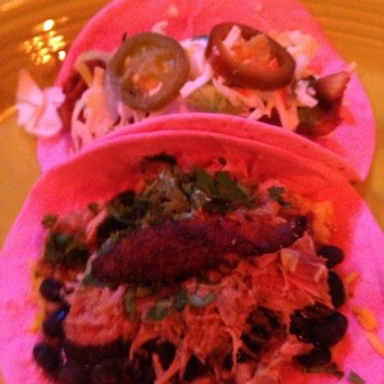 Foto scattata a Twisted Taco da Erica C. il 10/23/2012