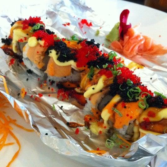 Foto scattata a Koi Fine Asian Cuisine & Lounge da Jay H. il 10/24/2012