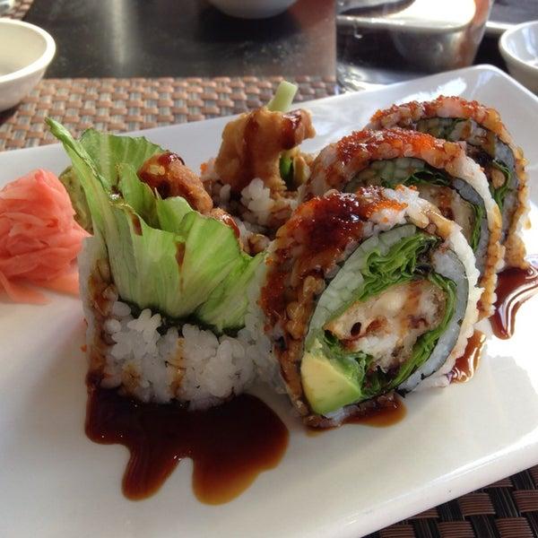 Foto scattata a Koi Fine Asian Cuisine & Lounge da Jay H. il 10/21/2013