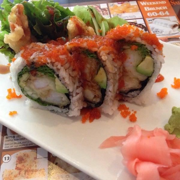 Foto scattata a Koi Fine Asian Cuisine & Lounge da Jay H. il 6/11/2014