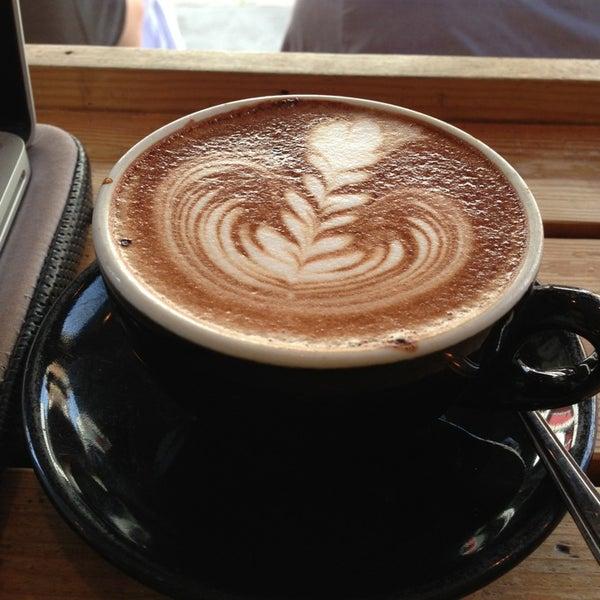Photo prise au Kaffeine par Selina S. le7/15/2013