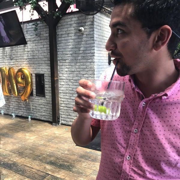 8/3/2018 tarihinde Jeff W.ziyaretçi tarafından Pearl's Liquor Bar'de çekilen fotoğraf