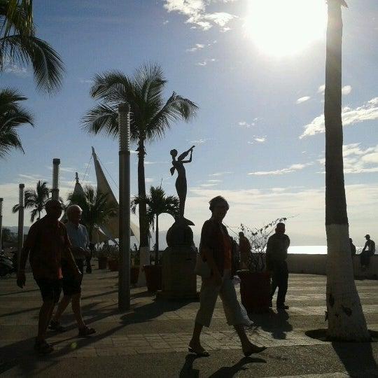 Foto diambil di Day Off Beach Bar oleh Natalia T. pada 1/31/2013