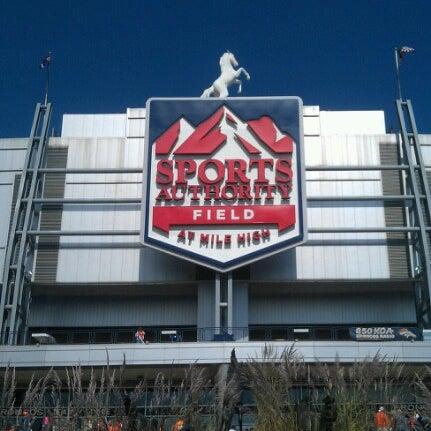 Foto diambil di Broncos Stadium at Mile High oleh Amy M. pada 9/30/2012