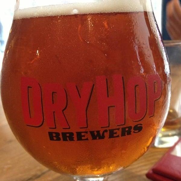 7/21/2013에 Kylie S.님이 DryHop Brewers에서 찍은 사진