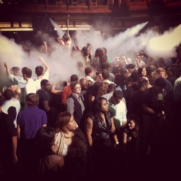 Photo prise au Opera Nightclub par Opera Nightclub le10/18/2012