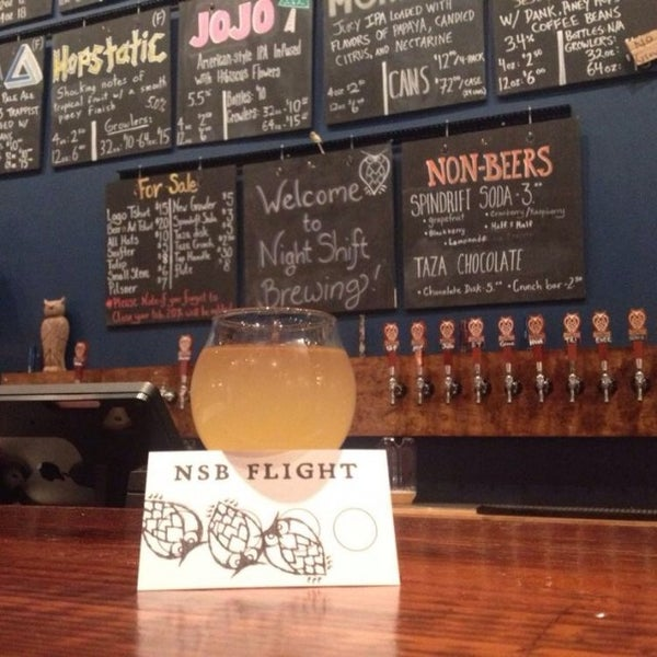 Foto scattata a Night Shift Brewing, Inc. da Christopher A. il 9/4/2014
