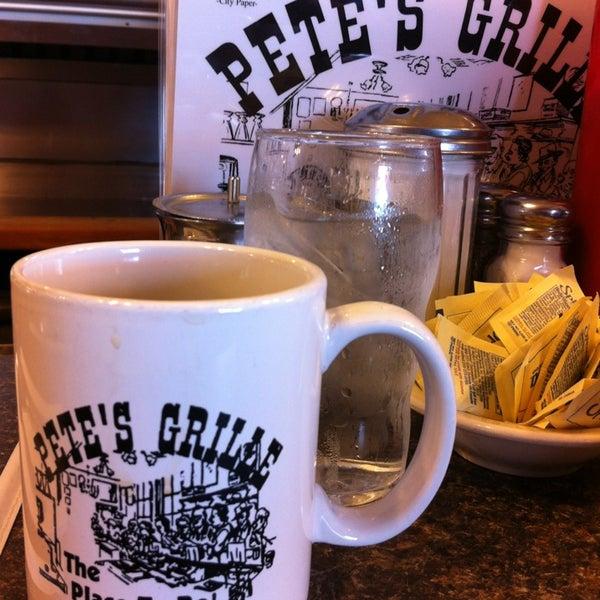 Foto tirada no(a) Pete's Grille por Carlos Y. em 1/7/2013