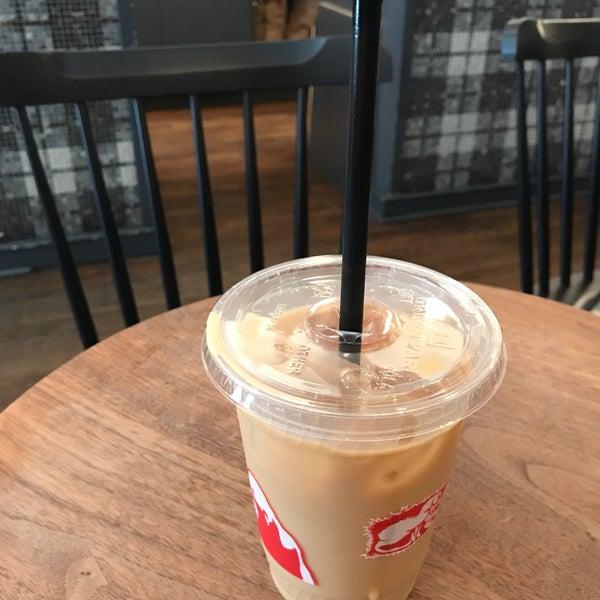 Foto scattata a Gorilla Coffee da Heather A. il 6/29/2017