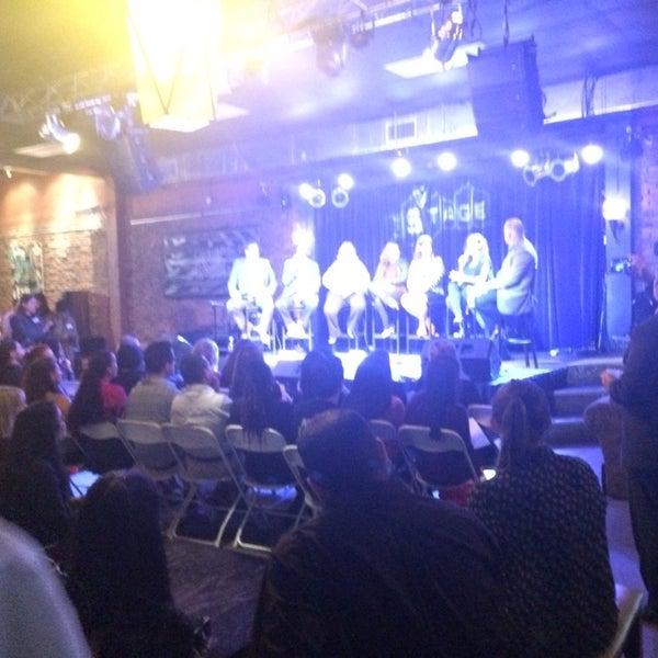 รูปภาพถ่ายที่ The Stage โดย Christine เมื่อ 1/21/2015