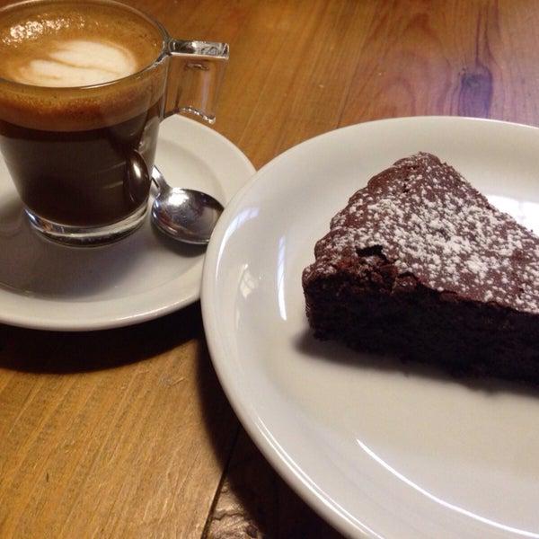 Una tarta de chocolate que enamora ! Una merienda ideal para una tarde de viernes en gracia ! 🍫🍫🍫