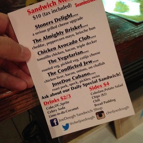 Foto tirada no(a) JoeDough Sandwich Shop por Jose S. em 9/28/2013