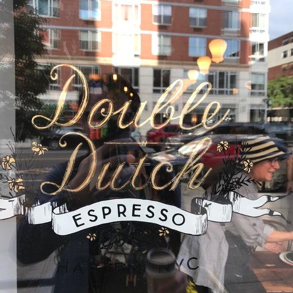 Das Foto wurde bei Double Dutch Espresso von Nate W. am 9/28/2017 aufgenommen