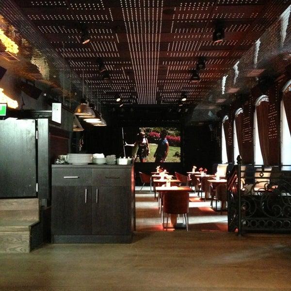 Foto tomada en FF Restaurant & Bar por Nastya L. el 7/14/2013