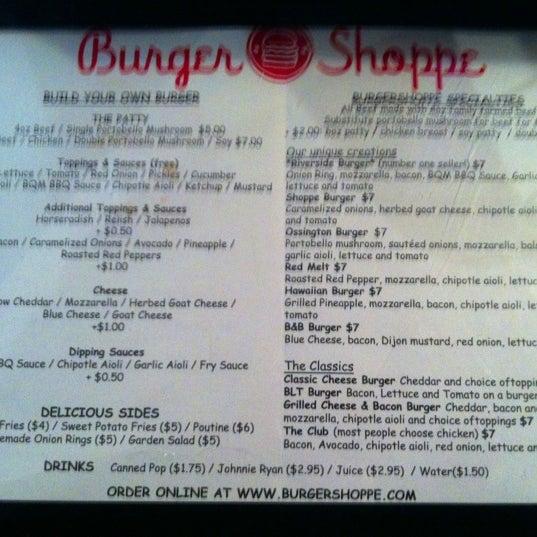 Photo prise au Burger Shoppe par Agnes L. le11/15/2012