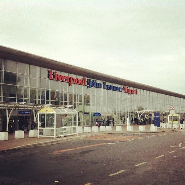 รูปภาพถ่ายที่ Liverpool John Lennon Airport (LPL) โดย Ilseop H. เมื่อ 12/10/2012