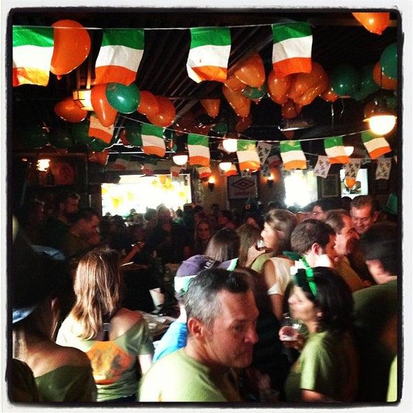 Foto diambil di All Black Irish Pub oleh ANA K. pada 3/17/2013
