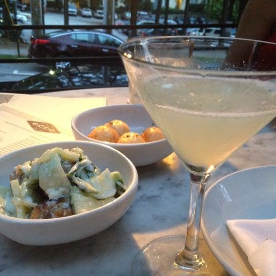 รูปภาพถ่ายที่ Ecco Midtown โดย Ryan D. เมื่อ 9/15/2012