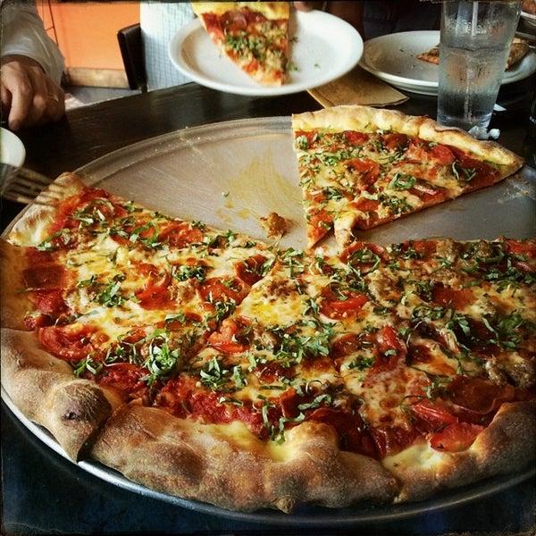 Foto scattata a Apollonia's Pizzeria da Michael C. il 7/21/2014