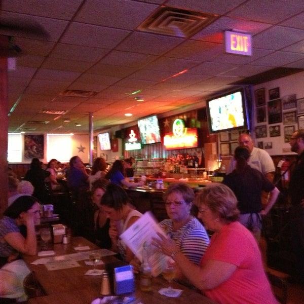 รูปภาพถ่ายที่ Star Tavern Pizzeria โดย Barbara P H. เมื่อ 7/20/2013