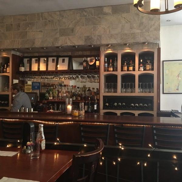 5/21/2016にDavid S.がThe Tangled Vine Wine Bar & Kitchenで撮った写真