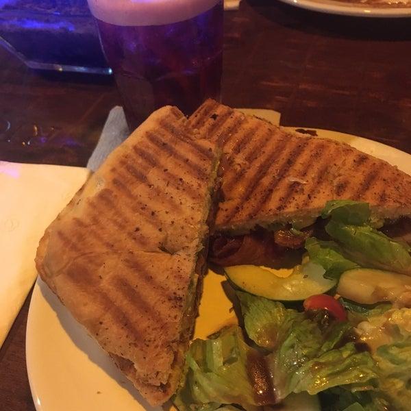 Foto tomada en Rico's Café Zona Dorada por Jesus P. el 10/12/2017