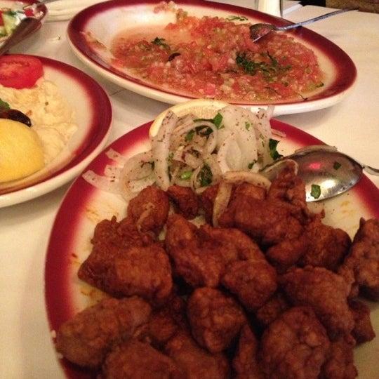 Das Foto wurde bei Taci's Beyti Restaurant von Игорь Р. am 11/6/2012 aufgenommen