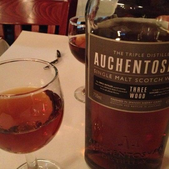 Das Foto wurde bei Taci's Beyti Restaurant von Игорь Р. am 11/10/2012 aufgenommen
