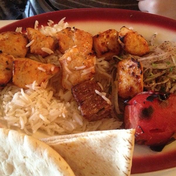 Das Foto wurde bei Taci's Beyti Restaurant von Игорь Р. am 4/23/2013 aufgenommen