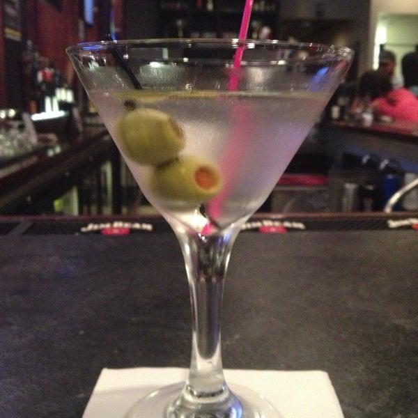 รูปภาพถ่ายที่ Cameron Bar & Grill โดย Dana T. เมื่อ 6/6/2013