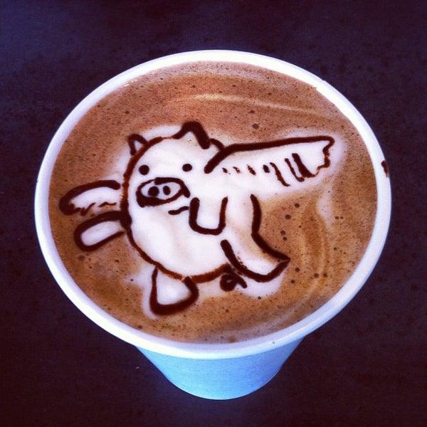 Das Foto wurde bei Elite Audio Coffee Bar von Melannie A. am 10/5/2012 aufgenommen