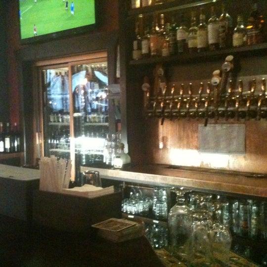 Foto diambil di Beer Authority NYC oleh Nick G. pada 10/31/2012