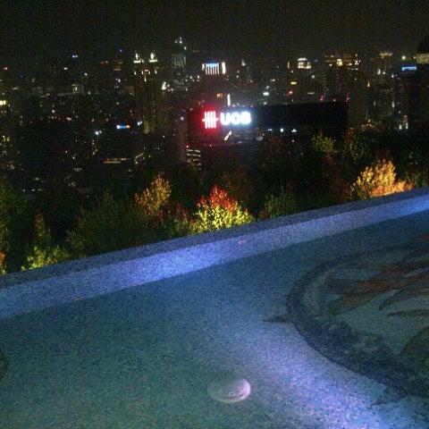 Снимок сделан в SKYE пользователем Atha R. 9/29/2012