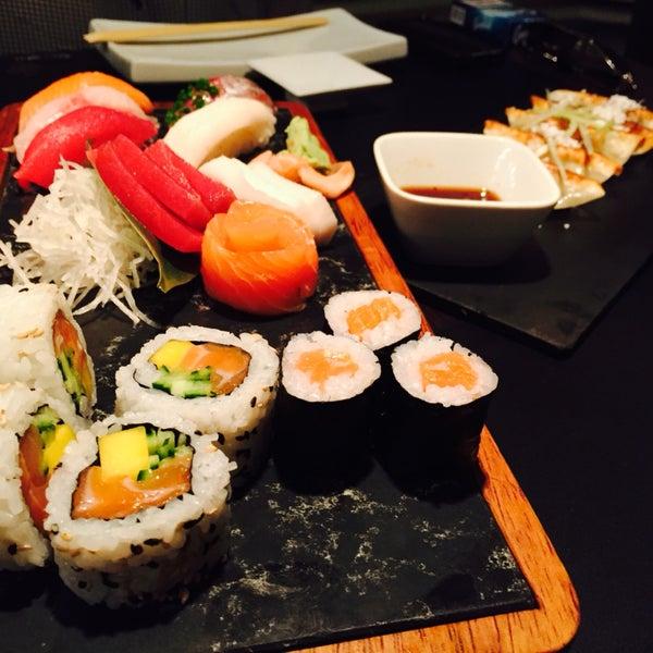 Best sushi in Lisbon! Ambiente trendy e sofisticado. Sushi absolutamente fantástico e carta invejável de gins!
