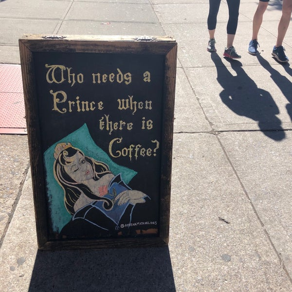 Das Foto wurde bei Double Dutch Espresso von Lauren am 10/6/2019 aufgenommen