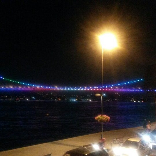 Foto tomada en Taş Kahve Cafe & Restaurant por 😇 Bluesra B. el 7/27/2013