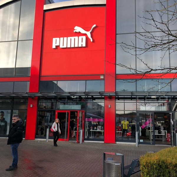 1bc26d5e6de82 Foto tirada no(a) The PUMA Outlet por Yunus em 3/29/