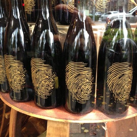 12/16/2012 tarihinde Ira S.ziyaretçi tarafından Thumbprint Cellars Tasting Room & Art Gallery'de çekilen fotoğraf