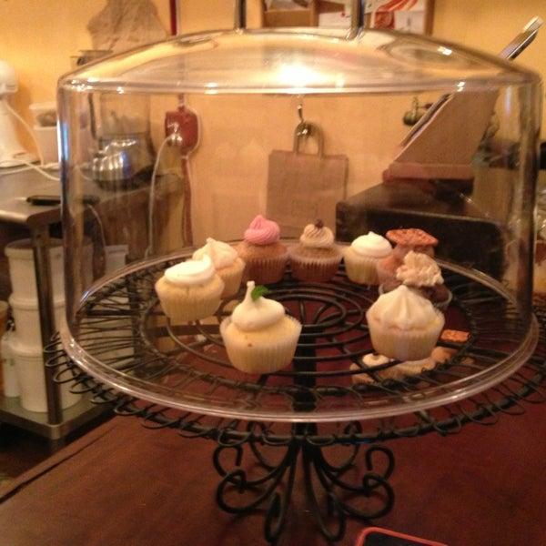 รูปภาพถ่ายที่ Prohibition Bakery โดย Tara R. เมื่อ 12/29/2012