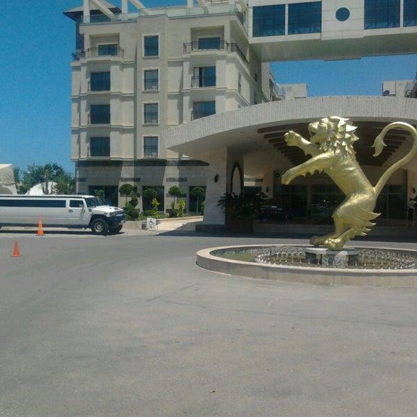 รูปภาพถ่ายที่ Cratos Premium Hotel & Casino โดย Soydan T. เมื่อ 5/28/2013