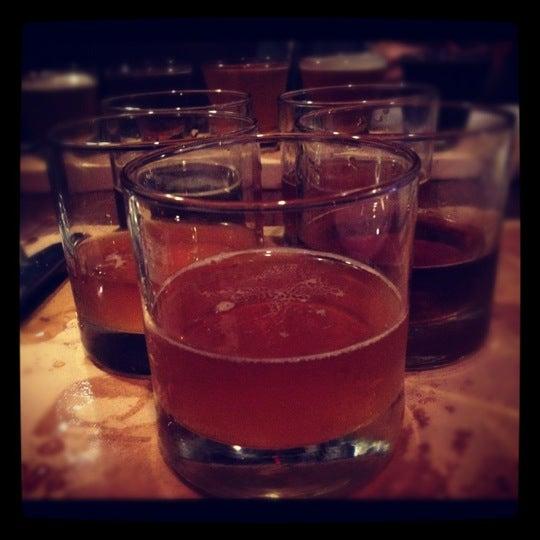 Photo prise au Mudville Restaurant & Tap House par Gabi R. le10/18/2012