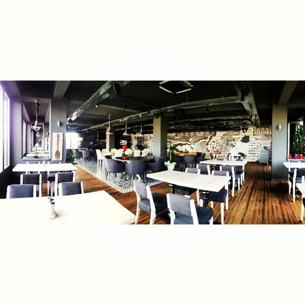 12/27/2012 tarihinde Emir B.ziyaretçi tarafından Mint Restaurant & Bar'de çekilen fotoğraf