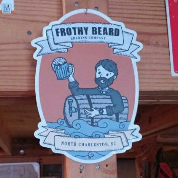 Foto tirada no(a) Frothy Beard Brewing Company por Robert B. em 11/22/2015