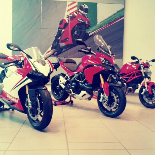 9/28/2012 tarihinde Ryan H.ziyaretçi tarafından Ducati Motor Factory & Museum'de çekilen fotoğraf