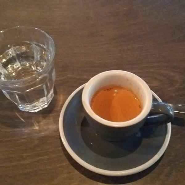 Foto tomada en Established Coffee por Leigh-Anne M. el 10/29/2017