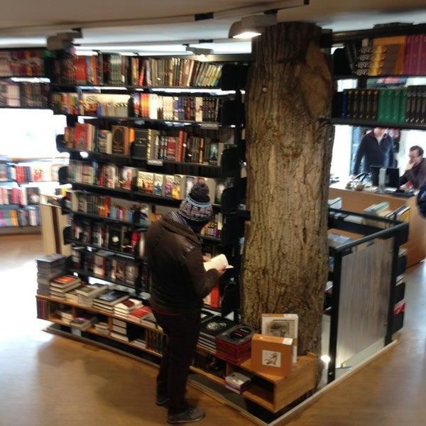 Foto tirada no(a) The American Book Center por Claudia F. em 3/24/2013