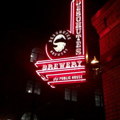 Foto tirada no(a) Deschutes Brewery Portland Public House por Tomek B. em 12/2/2012