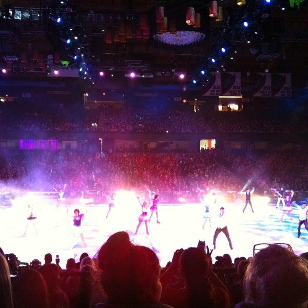 รูปภาพถ่ายที่ Allstate Arena โดย Jose Jeng F. เมื่อ 1/24/2013