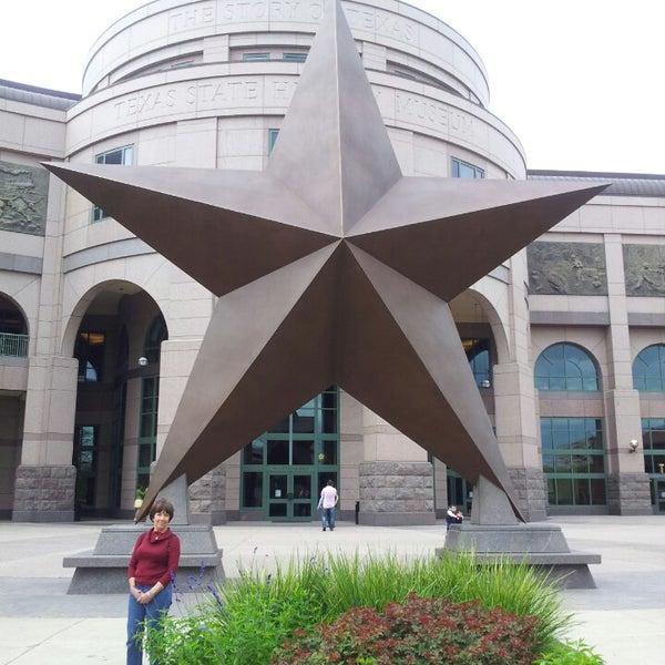 3/28/2013 tarihinde david m.ziyaretçi tarafından Bullock Texas State History Museum'de çekilen fotoğraf