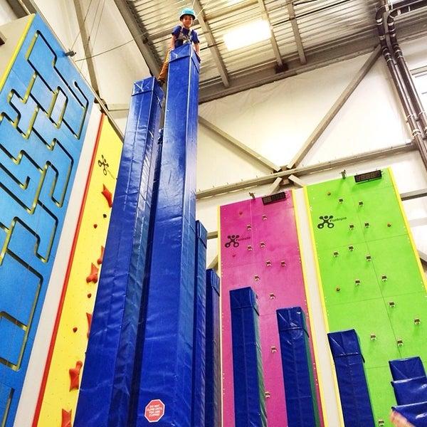 7/15/2014にPattie C.がSender One Climbing, Yoga and Fitnessで撮った写真